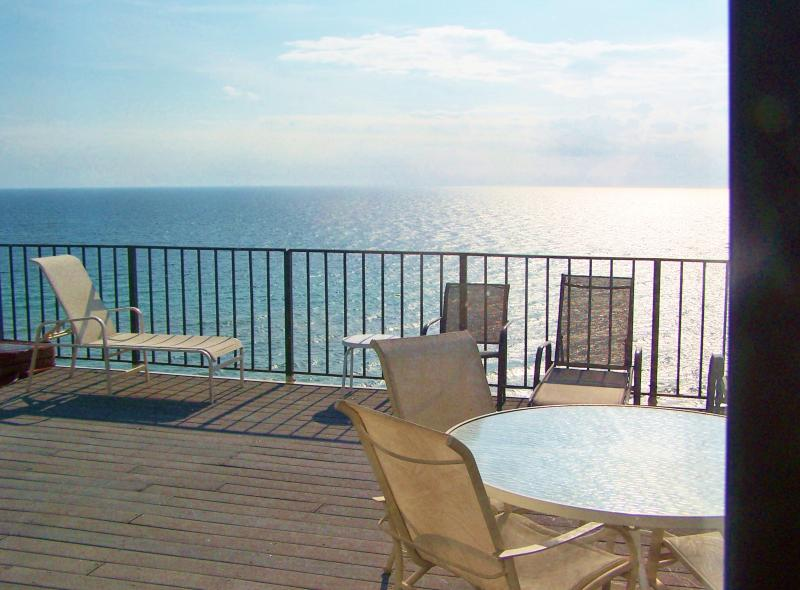 BEAUTIFUL VIEWS FROM PRIVATE ROOF TOP TERRACE. ONE OF TWO OUTDOOR AREAS TO ENJOY AT DOLPHIN VIEW - All new Spring 10% off  for 4br, Beach front Penthouse, sunroof, Amazing VIEWS - Panama City Beach - rentals
