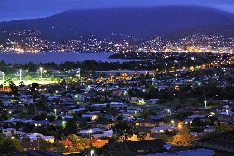 Come and enjoy the panoramic views of Hobart from your own private balcony at Charbella's.   - Charbella's on Norma - Spectacular Views of Hobart - Hobart - rentals
