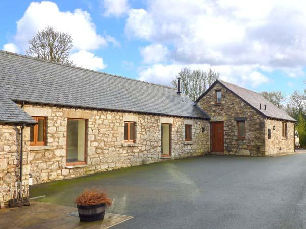 TY BUDDUG, stone-built cottage, character features, hot tub, woodburner, Llandegla, Ref 925591 - Image 1 - Llandegla - rentals