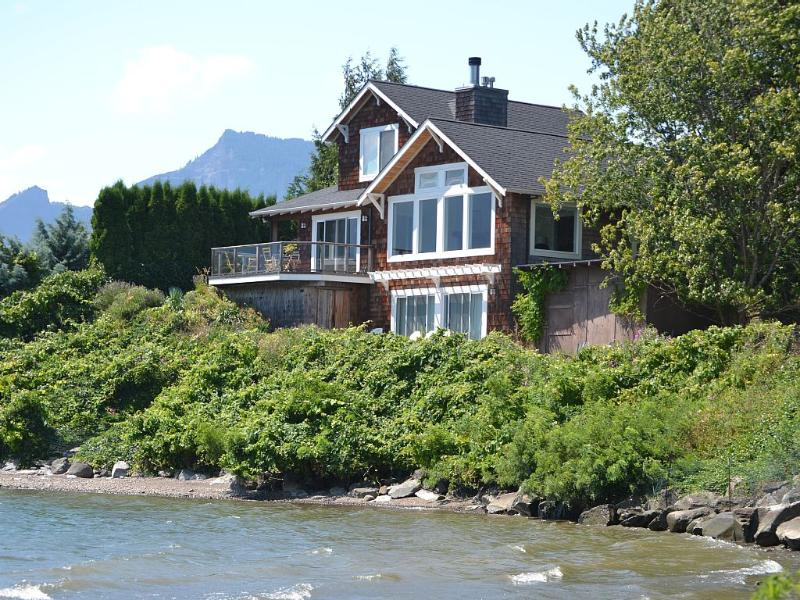 "Craftsman Home Directly on the Columbia River! - Waterfront ""Columbia Gorge River House""! - Stevenson - rentals"