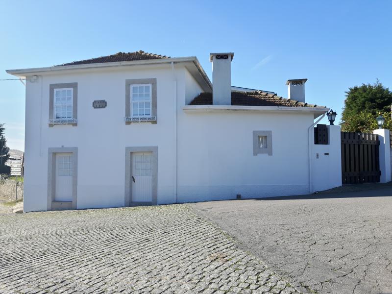 Frente da casa 1902, conforme placa na parede - CASA 1902 - Maia - rentals