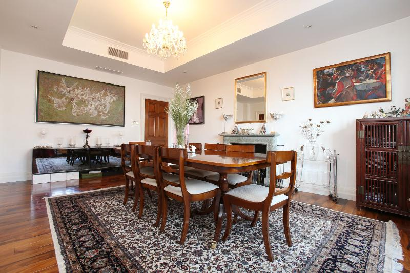 4 bedroom family apartment in the heart of Knightsbridge - Image 1 - London - rentals