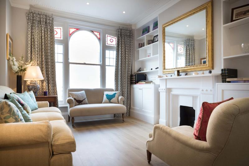 An impressive and sleek family home with garden in Fulham. - Image 1 - London - rentals