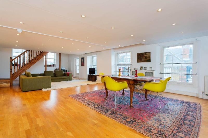 A unique and spacious two-bed apartment above Leather Lane Market in Holborn. - Image 1 - London - rentals