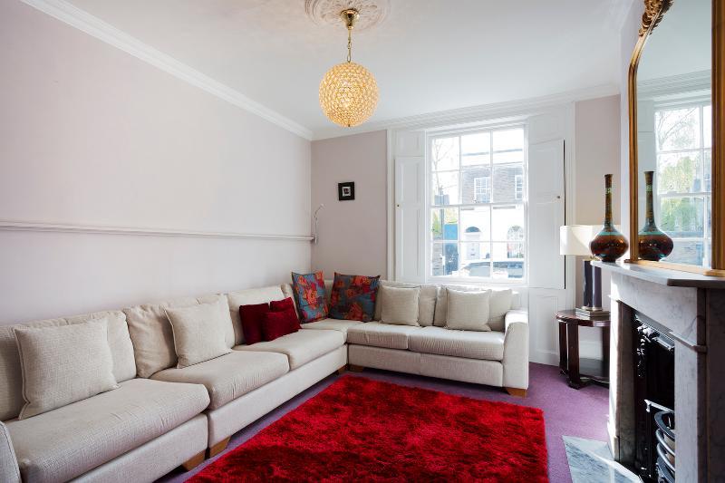 Islington townhouse 4 bedroom, Burgh Street, sleeps 8 - Image 1 - London - rentals