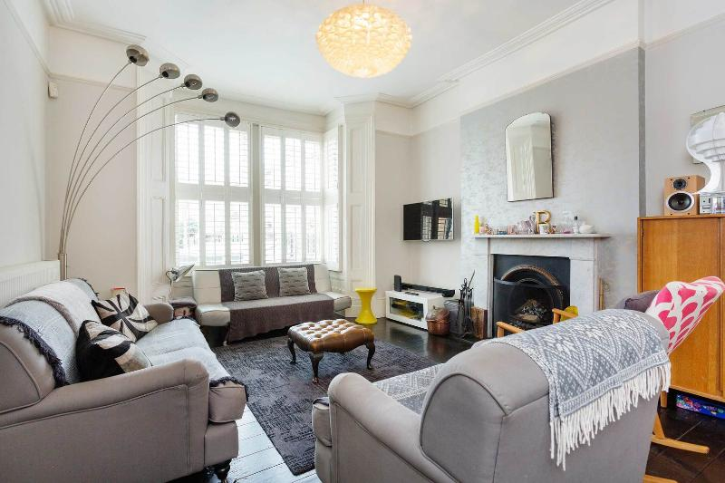 A spacious family home located in the popular neighbourhood of Islington in North London. - Image 1 - London - rentals