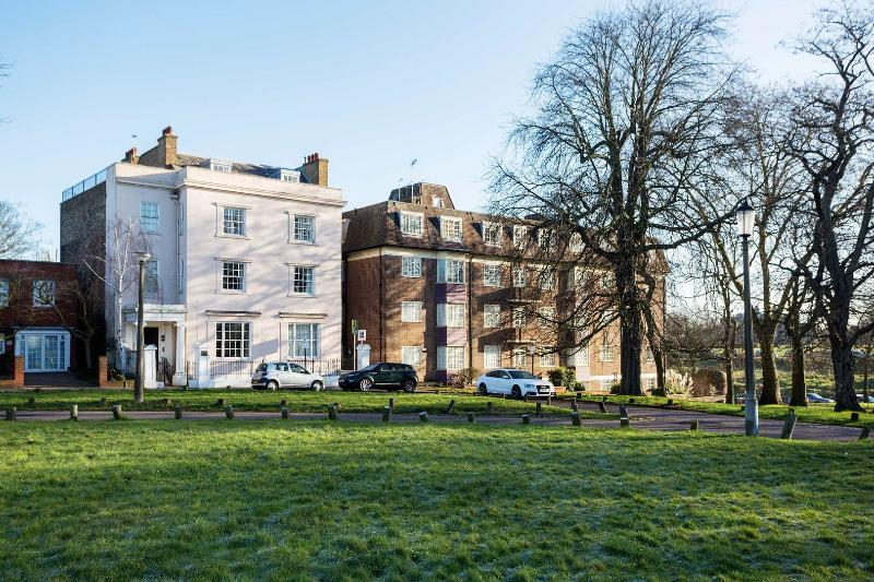 A stunning four-bedroom apartment in peaceful and historic Greenwich, South East London. - Image 1 - London - rentals