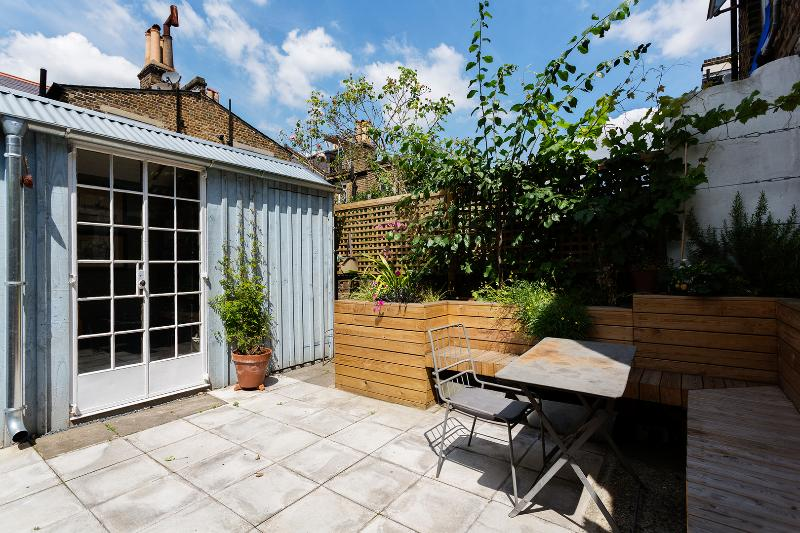 Airy Two Bed Garden Flat on Portnall Rd, Queens Park - Image 1 - London - rentals