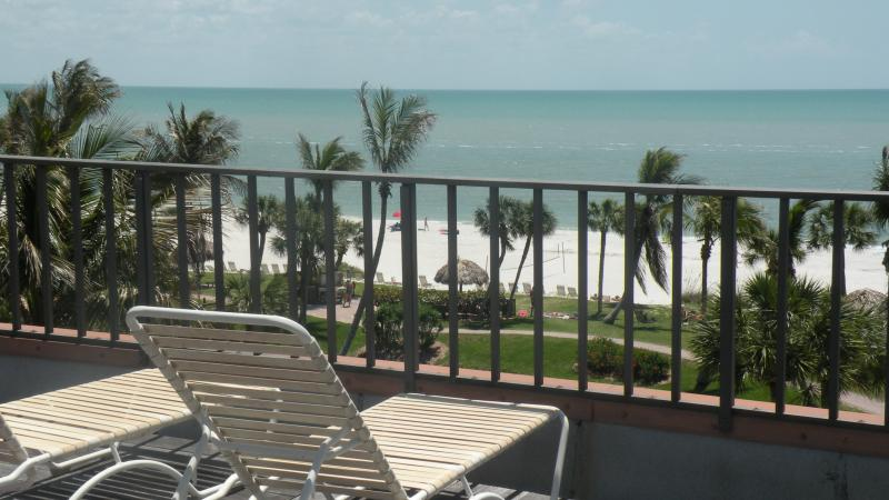Lounge on your private rooftop sundeck.  Views can't be beat! - Awe Inspiring Gulf Views Pt Santo B47 penthouse - Sanibel Island - rentals