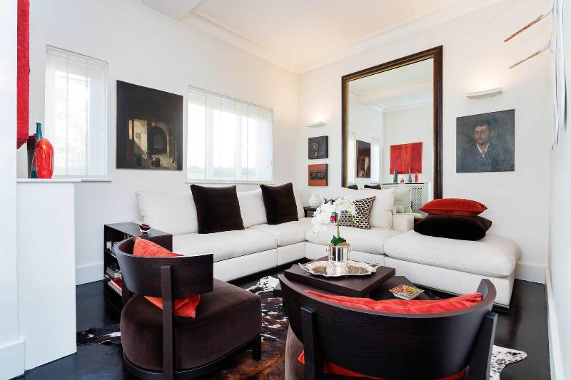 A gorgeous and sleek three-bedroom home in Kensington. - Image 1 - London - rentals