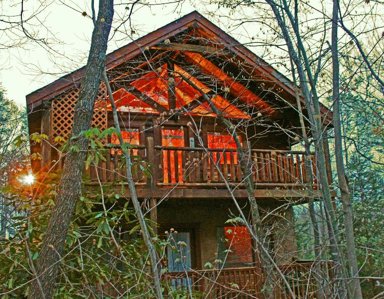 Serene and peaceful Mountain Dream - Romantic and Private Getaway Anniversary or Honeymoon Cabin - Gatlinburg - rentals