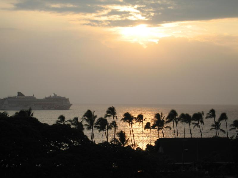 Kona Penthouse Condo BEST Ocean Views in Village - Image 1 - Kailua-Kona - rentals