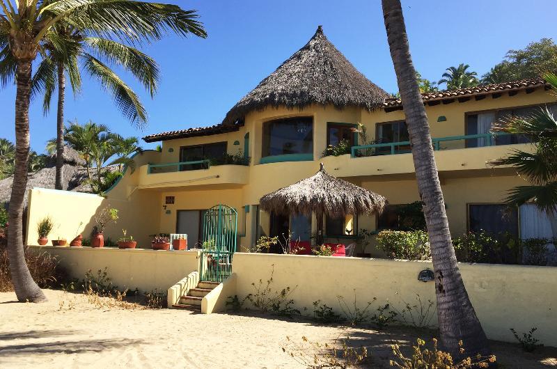 Casa de las Estrellas - Beach front view of property - Casa de las Estrellas - Beachfront! - San Pancho - San Pancho - rentals