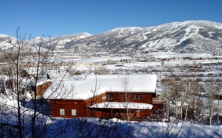 The Snowshoe Haus looking at the Steamboat Ski Area, Only 3 minute drive away!!! - Top Rated, Great Mtn. Views, Hot Tub, Pets OK - Steamboat Springs - rentals