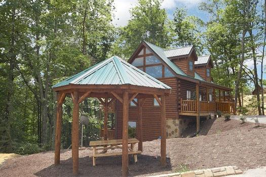 Gazebo at Bear's Winter Hideaway - COUNTRY BEAR'S GETAWAY - Gatlinburg - rentals