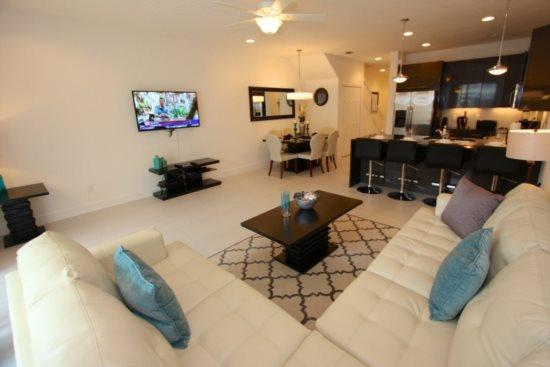 Elegant 3 Bedroom 3 Bath Town Home with a Pool in Serenity at Dream Resort. 17532PA - Image 1 - Kissimmee - rentals