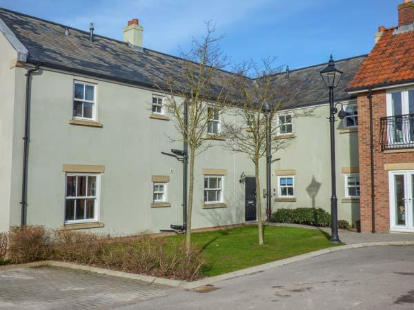 GREENGABLES, first floor apartment on holiday village, excellent on-site facilities, beach 10 mins walk, Filey, Ref 925762 - Image 1 - Filey - rentals