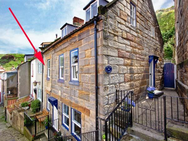 GRIMES COTTAGE, Grade II listed cottage, woodburning stove, sunny rear courtyard, close to beach, in Staithes, Ref 933838 - Image 1 - Staithes - rentals
