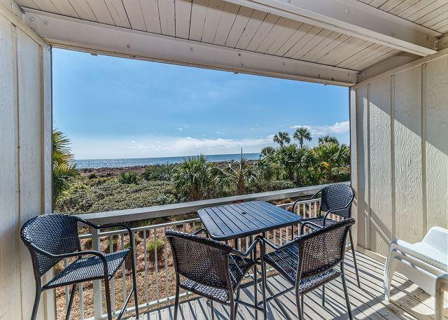 Relaxation - Breakers 136, Beach Front, 1 Bedroom, Large Oceanfront Pool, Sleeps 4 - Hilton Head - rentals