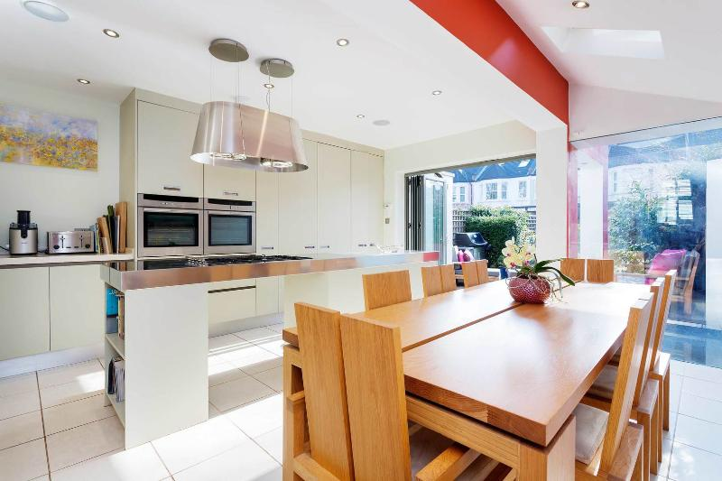 A contemporary four-bedroom family home in Chiswick. - Image 1 - London - rentals