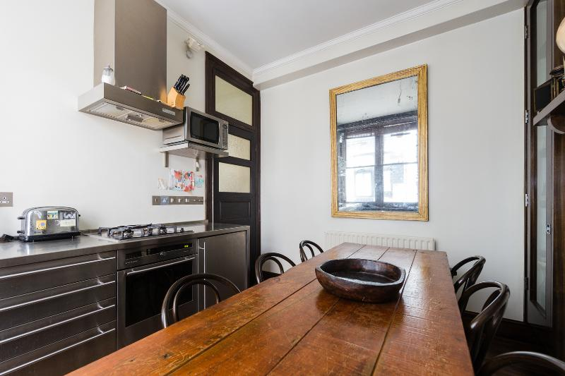 A rustic and characterful one-bedroom apartment in Central London. - Image 1 - London - rentals
