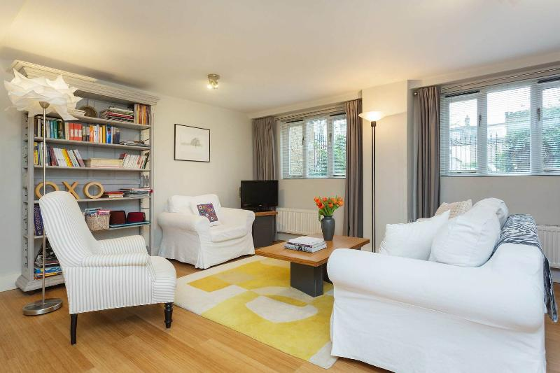 A beautiful studio apartment with a garden in leafy Chiswick. - Image 1 - London - rentals