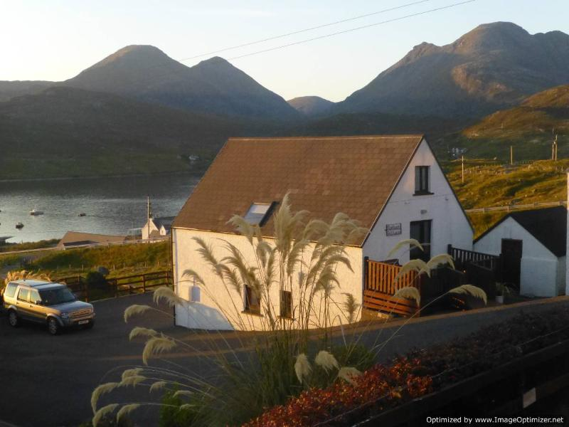 Self catering cottage in mountainous North Harris - Image 1 - Ardhasaig - rentals