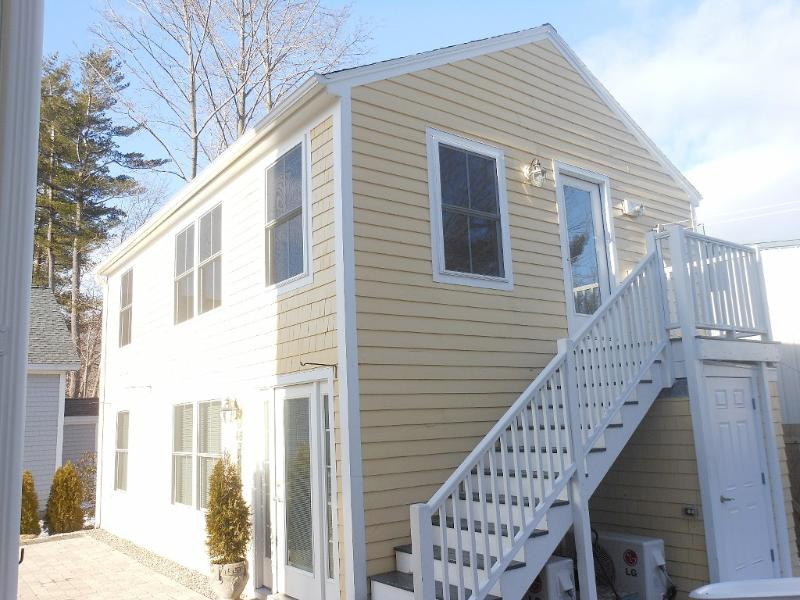 Upper Back Unit - Village Location-6 minute walk to Ogunquit Beach - Ogunquit - rentals