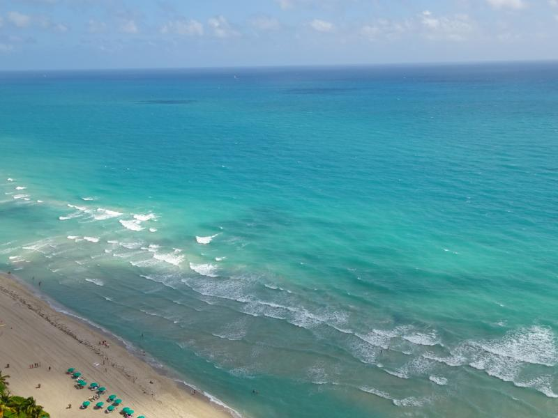 Amazing ocean views from living room, master bedroom, and second bedroom. - BEAUTIFUL OCEAN VIEWS! LARGE CONDO, MODERN DECOR! - Sunny Isles Beach - rentals