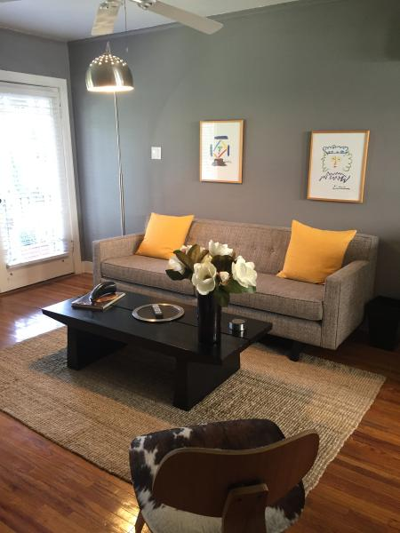 New York Style N Fabulous  Courtyard - Image 1 - Glendale - rentals