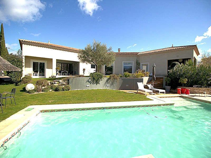 Nîmes, high level standing villa 8p. private heated pool, 3 km from town center - Image 1 - Nîmes - rentals