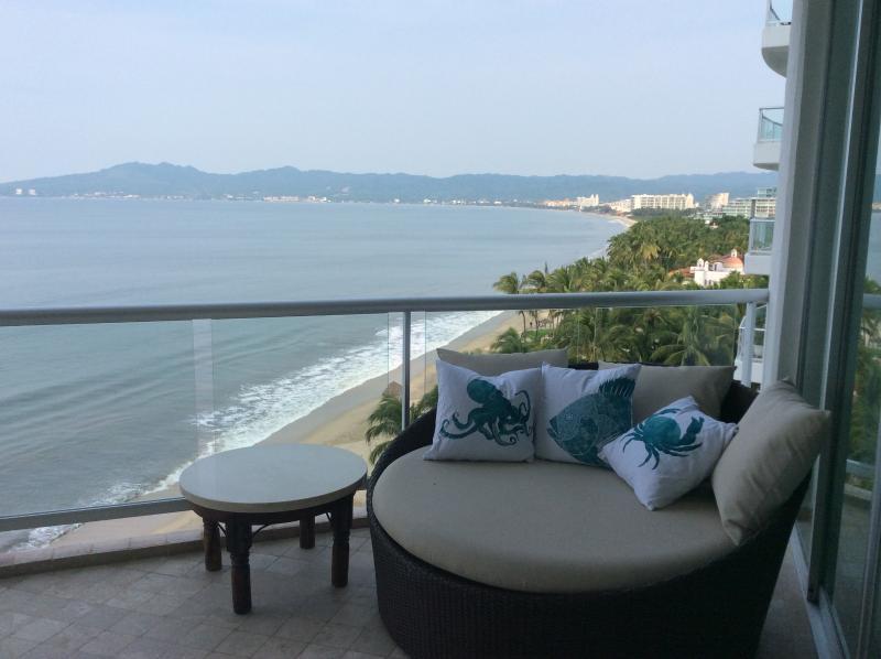 Relax and enjoy the fresh sea air - Gorgeous Beachfront Condo - Nuevo Vallarta - rentals