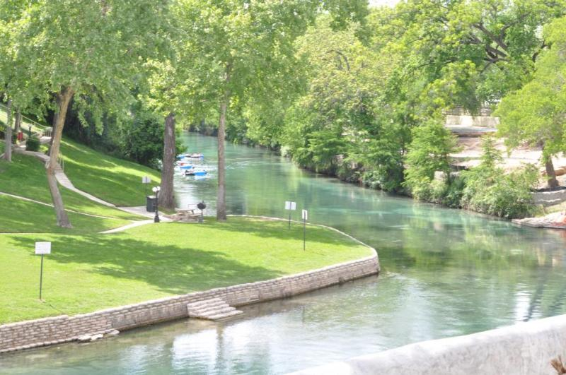 Relaxing, Tubing the River or just plain having FUN! - Vacation at the Comal River-Relaxing or Tubing - New Braunfels - rentals