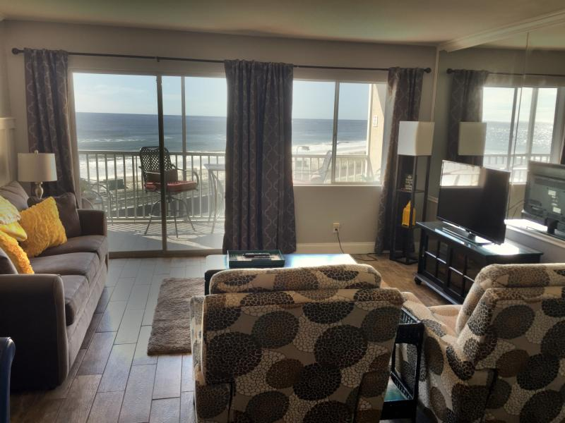 Spacious living room with a killer view. - STUNNING GULF FRONT VIEW! - Destin - rentals