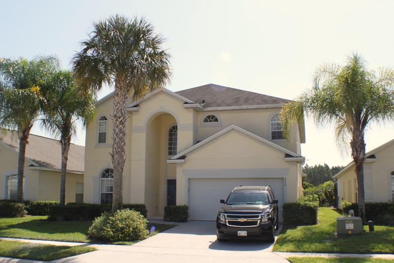 Florida Star villa close to attractions & shops. Beautifully maintained. - Stunning 7 Bedroom villa 12 minutes from Disney. - Four Corners - rentals