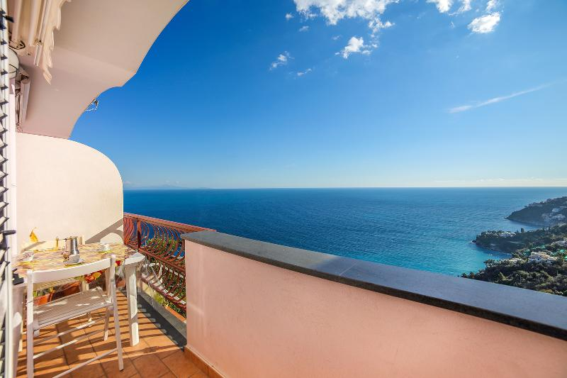 Amalfi: cosy apartment with sea view and parking - Image 1 - Amalfi - rentals