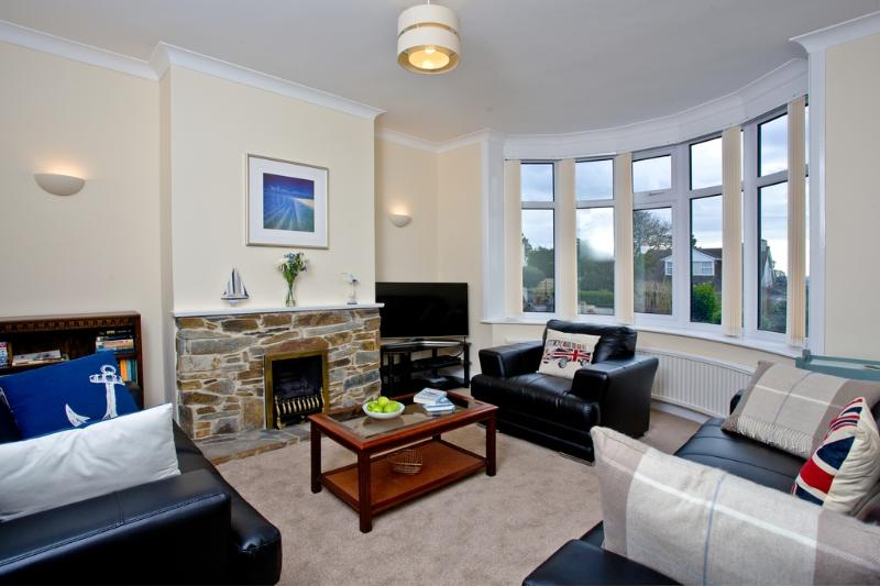 Quinta Bench located in Torquay, Devon - Image 1 - Torquay - rentals