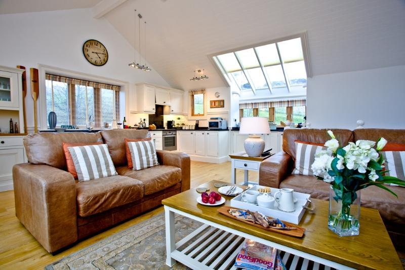 2 Edith Mews located in Hallsands, Devon - Image 1 - Beesands - rentals