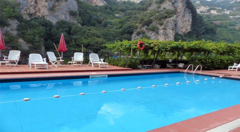 01 Magnolia shared pool area - MAGNOLIA Ravello/Atrani - Amalfi Coast - Atrani - rentals