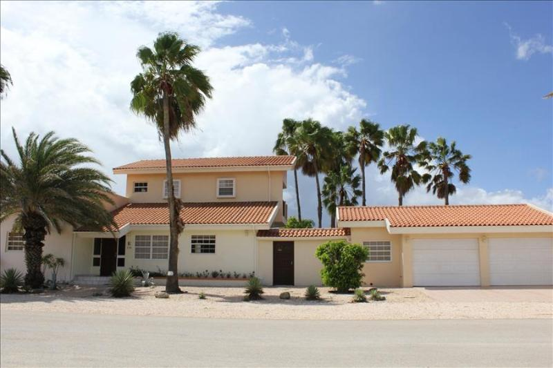 3 bedrooms villa on a top location near Boca Catalina Beach - Image 1 - Aruba - rentals