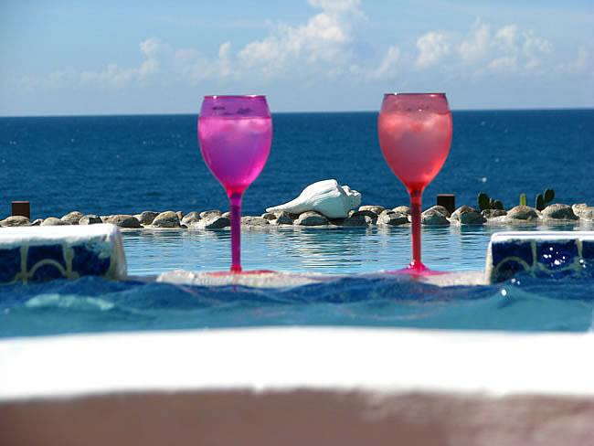 Jacuzzi, pool, Caribbean Sea - Villa de la Sable located on the edge of the sea - Treasure Beach - rentals