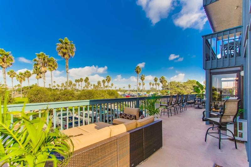 500SF Patio over looking Belmont Park - SANFERN201 - Mission Beach - rentals