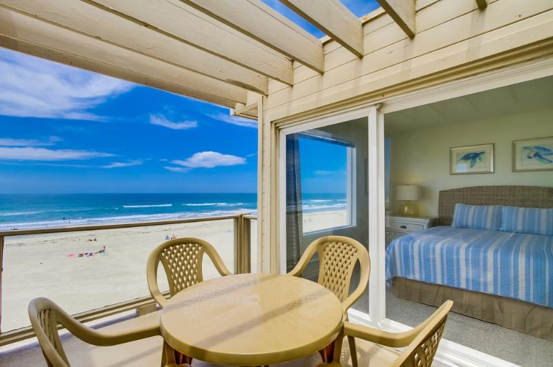 Ocean front deck with seating - QUEENSTOWN13 - Mission Beach - rentals