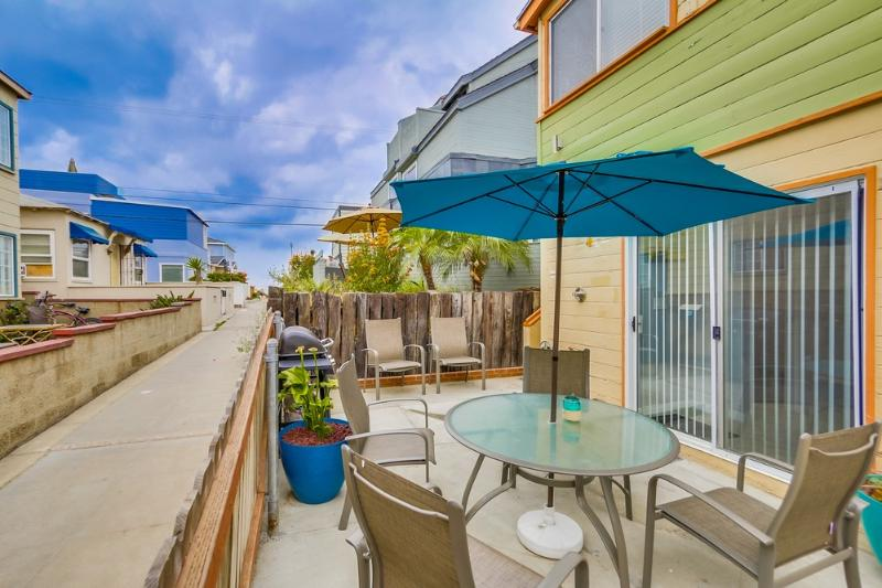 Ground floor patio with view down walkway to ocean - WHITING722 - Mission Beach - rentals