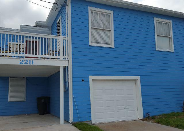 Pleasure Pier, Beachview, Separate Quarters, 4 BR, 2 BA, Wi-Fi, Sleeps 12 - Image 1 - Galveston - rentals