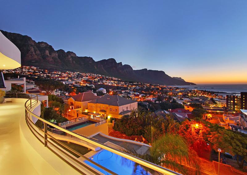 Views from all 3 bedrooms - Metres from the beach and Panoramic Views - Clifton - rentals