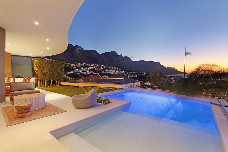 Metres from the beach and Panoramic Views - Image 1 - Bakoven - rentals