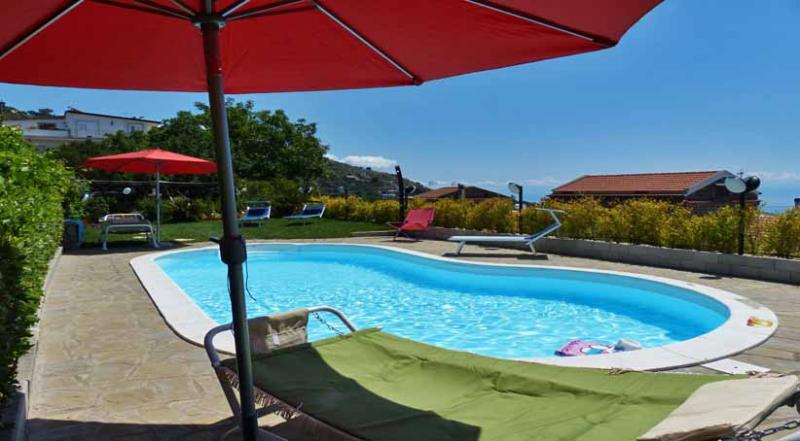 01 La Contessa shared pool area - LA CONTESSA - Torca - Sant'Agata - Sorrento area - Massa Lubrense - rentals
