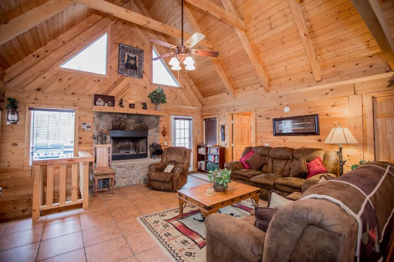 Spacious Great Room - Magnificent 4 Bd-4 Ba   Log Home w/Game Rm, HotTub.  Near Legends of Golf - Branson - rentals