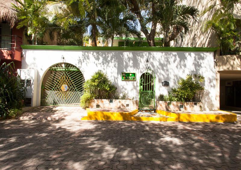 *HILHAVEN*PLAYA* STUDIO APT- 2A* - Image 1 - Playa del Carmen - rentals
